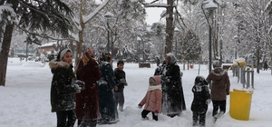 Malatya kent merkezine yıllar sonra yağan kar sevinçle karşılandı Sosyal medya hesaplarını kar fotoğrafları süsledi