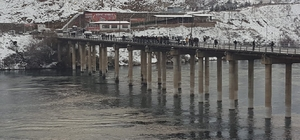 Köprü ayağına çarpan tekne battı:1 kayıp