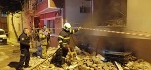 Yıkılan binada yangın çıktı