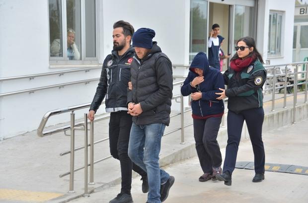 Torbacı anne oğul yakalandı Adana 11 kilo 223 gram esrarla yakalanan genç tutuklandı, annesi ev hapsi tedbiriyle tutuksuz yargılanmak üzere serbest bırakıldı