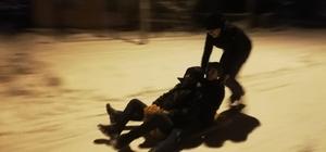 Çocuklar leğenle kayarak karın keyfini çıkardı