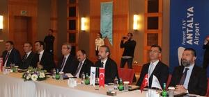"""Havacılığa yön verenler Antalya'da bir araya gelecek Connect 2020- Antalya Rota Geliştirme Forumu'na doğru Uluslararası havacılıkta kilit rol oynayan, Connect 2020-Antalya Rota Geliştirme Forumu'nun 17'ncisi Fraport TAV Antalya Havalimanı ev sahipliğinde 19-21 Şubat tarihleri arasında gerçekleştirilecek Fraport TAV Antalya Havalimanı Genel Müdürü Bilgihan Yılmaz: """"Etkinlikte amacımız havalimanları ile hava yollarını bir araya getirerek, yeni rotalar, yeni trafik ağlarını değerlendirmelerini ve yeni hatların oluşmasını sağlamaktır"""" """"Bu hedef Antalya içinde önceliklerimizdendir, etkinliğe 70'den fazla hava yolu katılacak, 40'dan fazla hava yolu Antalya'ya hiç uçmuyor, bu hava yollarına Antalya'yı tanıtmak hedeflerimizden biridir"""" """"Fraport TAV Antalya Havalimanı Genel Müdürü Deniz Varol: """" 2019 yılında 35 milyon yolcuya hizmet verdik, bu bizi Avrupa'nın en büyük 12'nci havalimanı yaptı"""" """"Burada 70'den fazla hava yolunu, 200'den fazla havalimanını bir araya getiriyoruz"""""""
