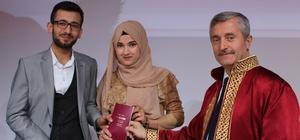 Sevgililer Gününde sürpriz rekor Belediye Başkanı Tahmazoğlu 14 Şubat Sevgililer gününde belediyeye evlen için müracaat eden 93 çiftin nikahını kıydı Başkan Tahmazoğlu'nun tek tek kıydığı nikah merasimleri gün boyu sürdü
