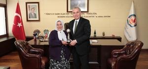 """Başkan Zolan: """"Denizlimizin değerlerine sahip çıkmaya devam edeceğiz"""" UNESCO Yaşayan İnsan Hazinesi Özke'den Başkan Zolan'a ziyaret"""