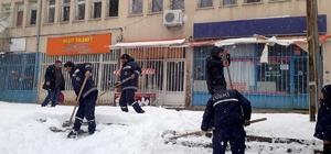 DİSKİ ekiplerinden kar temizleme çalışmalarına destek