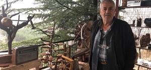 """Toros Dağı eteklerinde açık hava müzesi Adana'nın Saimbeyli ilçesinde 65 yaşındaki Ali Karaman, Birinci Dünya Savaşından kalan ve ilçe sakinlerinin verdiği tarihi eser niteliği taşıyan araç gereçleri kendi imkanlarıyla oluşturduğu açık hava müzesinde sergiliyor Ali Karaman: """"Eskisi olmayanın yenisi olmaz"""""""
