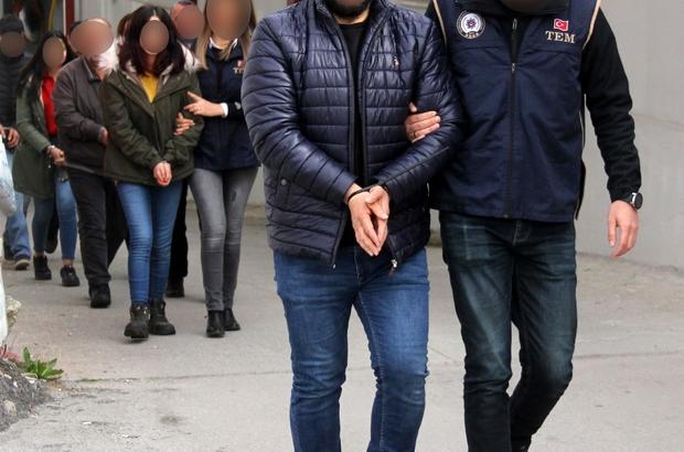 Müzik kursuyla kandırıp çocukları PKK'ya gönderdiler Adana'da terör polisi çocukları kandırıp bölücü terör örgütü PKK'ya kazandırdıkları ileri sürülen bir müzik merkezine yaptığı operasyonda 7 zanlıyı gözaltına aldı Polisin yaptığı 4 aylık takipte bir kız Mardin'in Nusaybin ilçesinden PKK'ya götürürken yakalanırken, 15 yaşındaki bir kız çocuğunun ise zanlılar tarafından PKK'ya gönderildiği öne sürüldü