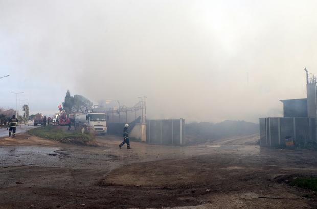Adana'daki fabrika yangını 3'üncü gününde sürüyor Kontrol altına alınan yangının birkaç gün daha sürebileceği tahmin ediliyor