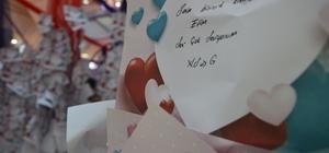 Sevdikleri için 20 bin not astılar Eskişehir'de kurulan 'Aşk Tüneli'nde vatandaşlar sevgilerini anlatıyor
