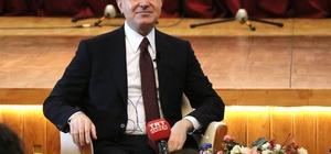 """Türkiye'nin AB üyelik sürecine 'Pat' benzetmesi AK Parti Sözcüsü Ömer Çelik, gençlerle bir araya geldiği 'Genç Kürsü' programında Türkiye'nin Avrupa Birliği'ne üyelik sürecini değerlendirdi Çelik: """"Biz Avrupa Birliği standartları konusunda bütün bu ön yargılara rağmen kendi insanımızın çıkarları için bu süreçleri sürdüreceğiz. Şuanda satrançtaki 'pat' durumu gibi. Kimse kimseye bir hamle yapamıyor. Ama Türkiye bu konuda ki mükellefiyetlerini Avrupa'ya hatırlatmaya devam edecek"""" AK Partili Ömer Çelik, yerli otomobilde 'SUV' modeli seçeceğini açıkladı"""