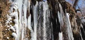 Sızır Şelalesi'nde oluşan buz sarkıtları büyüledi