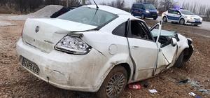 Konya'da otomobil direğe çarptı: 4 yaralı