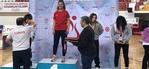 Balıkesirli güreşçi Derya Karaduman Türkiye şampiyonu oldu