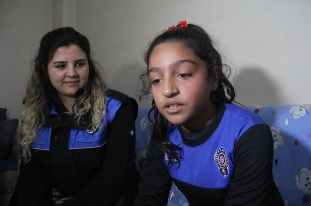 """Polis olmak isteyen Hatice'yi duygulandırıp ağlatan ziyaret Adana'da kardeşi trafik kazasında hayatını kaybedince """"annesizlik böyle bir şey annem olsa böyle olmazdı"""" diyerek ağlayıp hafızalara kazınan ve polis olmak isteyen Hatice Bartan, polislerin ziyaretinde duygulanıp gözyaşı döktü Kadın polislerden birinin de Hatice Bartan'ın eğitim gördüğü okuldan mezun olması küçük kızı heyecanlandırdı"""