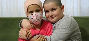 Kanser olan arkadaşı için saçını kesti 9 yaşındaki minik kız, kanserli arkadaşına destek olmak için saçını sıfıra vurdu Yaşı küçük, kalbi büyük