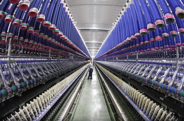 """Türk tekstil ve konfeksiyon sektörü istihdamla rekabetçi oldu ADASO Başkanı Zeki Kıvanç, Türkiye'de tekstil ve hazır giyim sektörünün dünyayla rekabet eden bir noktaya ulaştığını, bunun en önemli kanıtının istihdam sayılarındaki artış olduğunu belirtti Kıvanç: """"Tekstil ve konfeksiyon sektörü 1 milyonun üzerinde kişiyi istihdam ediyor"""" """"İmalat sanayisinde 3,5 kişiden birisi tekstil ve konfeksiyon sektöründe çalışıyor"""""""