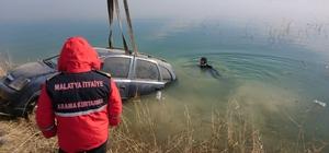 Baraj gölüne düşen otomobilden son anda kurtarıldılar