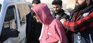Suriyeli esnafın yüzüne gaz sıkıp 21 bin dolarını çaldılar 110 güvenlik kamerası incelenerek şüphelilere ulaşıldı
