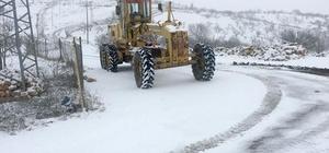 Besni'de kapanan köy yolları açıldı