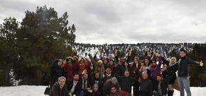 Adana'ya göçle gelenlere kar gezisi Büyükşehir, rehabilitasyon çalışmaları kapsamında göçmenleri Karboğaz'ına götürdü