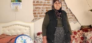 Depremde zaman durdu büyük korku yaşadı Yaşlı kadın namaz kılarken depreme yakalandı emekleyerek kendini dışarı attı Manisa'nın Kırkağaç ilçesi Karakurt Mahallesi'nde meydana gelen depremde duvarı patlayan yaşlı kadın duran saatinin önünde o anları anlattı