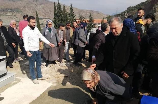 Hatay'ın Samandağ ilçesinde morgda cenazelerin karışması nedeniyle defnedilen cenaze mezardan çıkarılarak gerçek sahiplerine teslim edildi. ile ilgili görsel sonucu