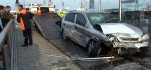 Tramvay faciayı önledi Kayseri'de kazaya karışan otomobil tramvay durağına girdi, vatandaşlara çarpmasını tramvay önledi