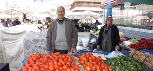 Pazar esnafının sebzelerini çaldılar Geceden getirip kasalar halinde bıraktıkları domates, salatalık ve patlıcanlar kimliği belirsiz kişi ya da kişiler tarafından çalındı