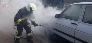 Seyir halindeki otomobilde çıkan yangını itfaiye söndürdü
