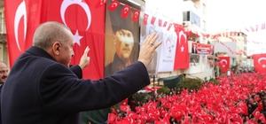 """Cumhurbaşkanı Erdoğan: """"Ne hizmet ediyorlar, ne de hizmet edilmesine müsaade ediyorlar"""" Cumhurbaşkanı Erdoğan Kınık'ta halka seslendi Cumhurbaşkanı Recep Tayyip Erdoğan: """"Vakti nakde dönüştürmek için bu yatırımları yapıyoruz"""""""