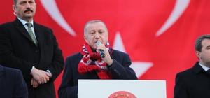 """Cumhurbaşkanı Erdoğan, Bergama'da konuştu: """"Savunma sanayinde yerlilik oranı yüzde 20'ydi, şimdi yüzde 70'in üzerine çıktı"""" """"Savunma sanayinde yılda 3-4 milyar dolar ihracat yapıyoruz"""" """"Şimdi tankımızı da üretiyoruz. Zırhlı taşıyıcılarımızı da üretiyoruz"""" Cumhurbaşkanı Erdoğan, Bergama'ya müjdeler verdi"""