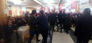 """CHP kongresinde delege kadına danışmadan sert tepki: """"Otur lan"""" Milletvekili danışmanı delege kadını 'otur lan' yerine sözleri ile susturdu Milletvekilinin liste önerisine karşı çıkan kadına danışmandan akıl almaz sözlü şiddet"""