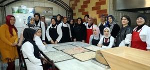 İlkadımlı kadınlar geleneksel Türk mutfağından örnekler sergiliyor