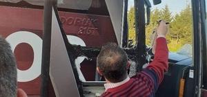 Uşakspor kafilesini taşıyan otobüslere taşlı saldırı Saldırıda otobüslerin camı kırıldı, yaralanan olmadı