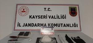 Jandarmadan uyuşturucu tacirlerine gözaltı