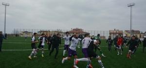 Maçtan sonra saha karıştı, futbolcular birbirine girdi Tekme ve yumruklar havada uçuştu