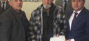 Hasan Dede, arsasını satıp Mehmetçik'e bağışladı TSK'nın hava kurtarma biriminde görev yapan astsubay torunu kansere yenik düşen 87 yaşındaki Hasan Kurt, Türk Silahlı Kuvvetleri Dayanışma Vakfı'na 50 bin TL bağışta bulundu