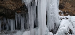 Sırakayalar Şelalesi buz tuttu