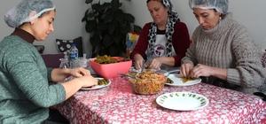Alaşehirli kadınlar ev ekonomisine destek oluyor Alaşehirli kadınlar hem üretiyor hem sosyalleşiyor