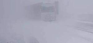 Kars'ta etkili olan tipide çok sayıda araç mahsur kaldı