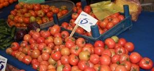 Çeri domatesin fiyatı el yakıyor Yemeklik domates 4, çeri ve salatalığın kilosu ise 10 lira