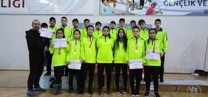 Karatede kız-erkek takımları yarı finalde