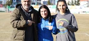 """Ailesi ikna edilince Türkiye birincisi oldu Kros Şampiyonası'nda Türkiye birincisi olan Urkuş Işık: """"Antrenörüm ve öğretmenim ailemi ikna ettikten sonra koşmaya başladım"""" """"Yarışlarda 2. veya 3. olursam ailem benimle birlikte üzülüyor"""""""