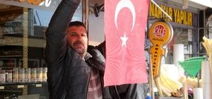 Erzincan'da iş yeri, ev ve araçlara Türk bayrakları asıldı