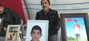 """HDP önündeki evlat nöbetine bir aile daha katıldı Baba Mehmet Halil Eliçümüş: """"Oğlumun kaçırılmasına sebep olanları Allah kahretsin"""""""