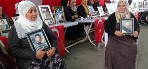 Diyarbakır'da HDP önünde evlat nöbetine iki aile daha katıldı