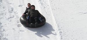 Derebucak'ta gençlerin kayak keyfi