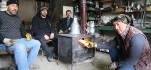 Ardanuç sobası alışkanlık yapıyor Isınırken aynı anda fırınında ekmek pişirip çay demlenebilen sobaların ülkenin birçok ilinden alıcısı buluyor