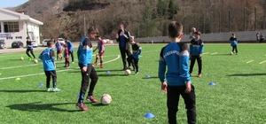 Artvin'de Trabzonspor Futbol Okulları'na yoğun ilgi