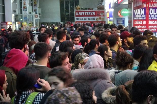Sivas'ta tatili duyan öğrenciler bilet satış noktalarına akın etti